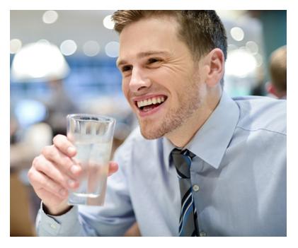 filtracion-de-agua-Hombre-vaso-agua-blog