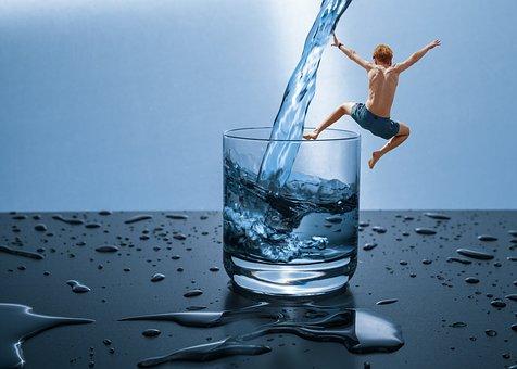 filtracion-de-agua-beben-nuestros-hijos-suficiente-agua-chico-vaso-grande